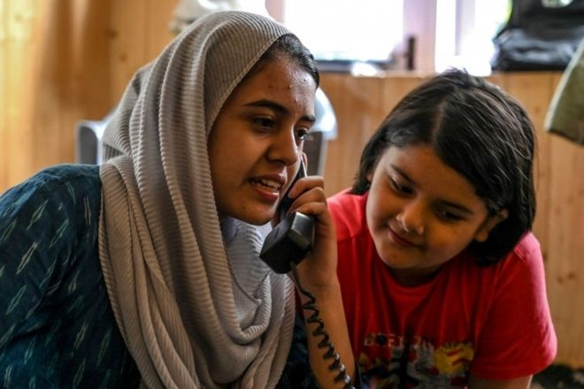 Kashmir: Revival of postpaid services throws open floodgates of emotions and updates